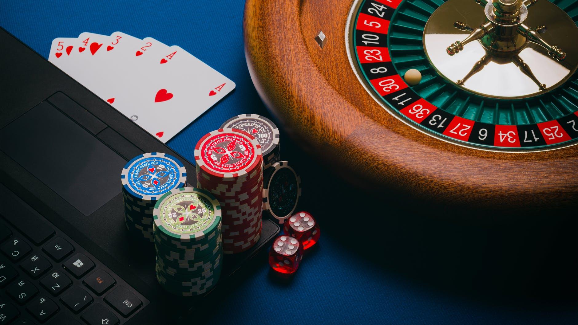 Real Money Casino Games vs Social Casino Games